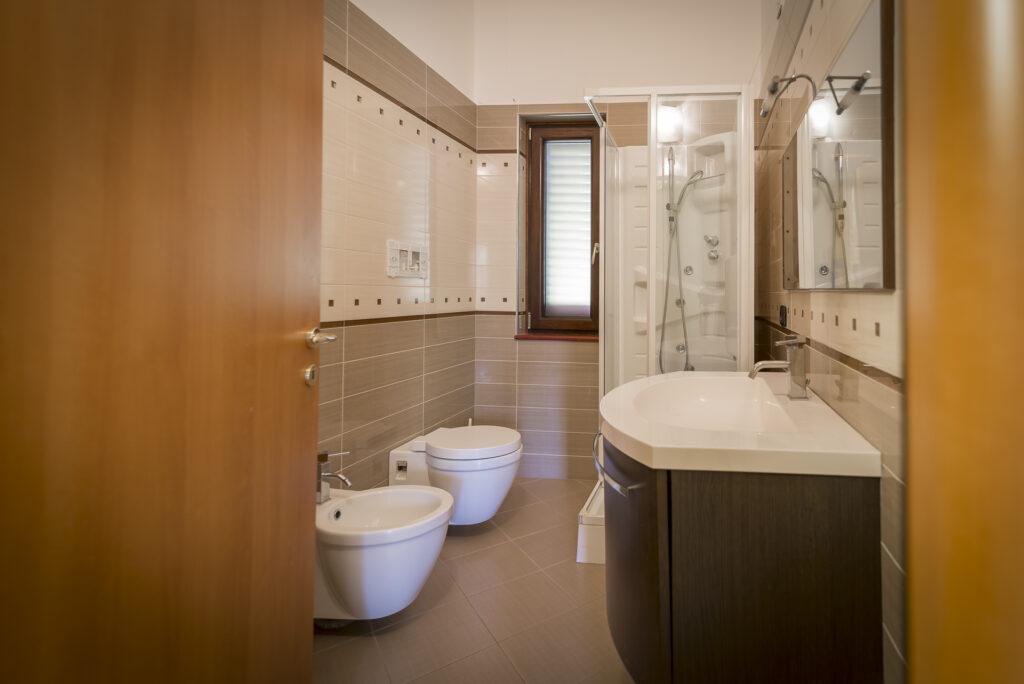 bagno con doccia residenza per assistenza sanitaria